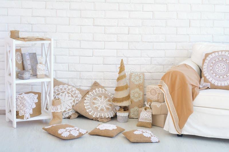 Ideas de la esquina caseras de la decoración de la Navidad imágenes de archivo libres de regalías