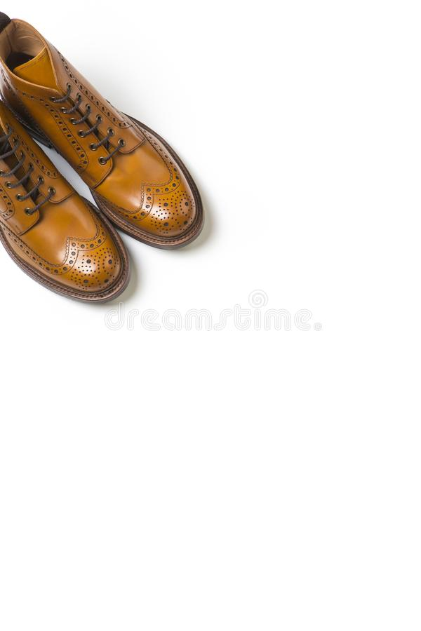 Ideas del calzado Pares de Tan Brogue Boots On Pure de lujo separada imagen de archivo libre de regalías