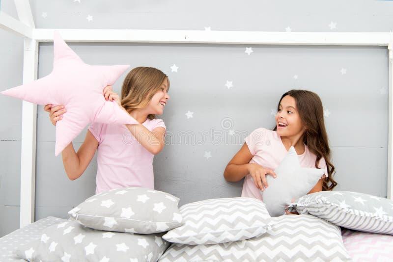 Ideas del partido del sleepover de las muchachas Muchachas de los Soulmates que tienen partido del sleepover de la diversión Mejo fotografía de archivo