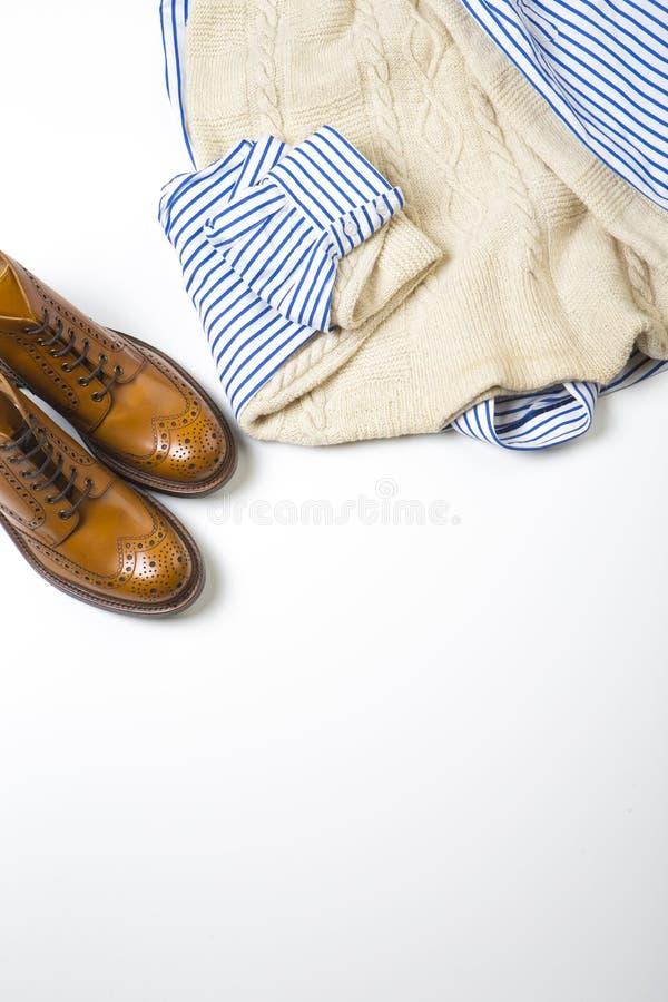 Ideas y conceptos de la moda ` S Tan Brogue Boots del hombre fotos de archivo
