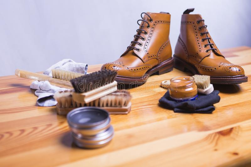 Ideas y conceptos del calzado Primer de Tan Brogue Leather Shoes superior imagen de archivo libre de regalías