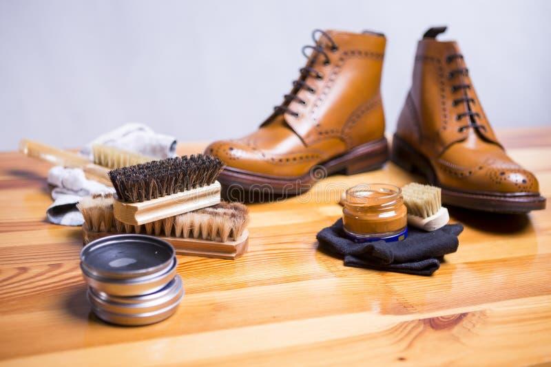 Ideas y conceptos del calzado Primer de Tan Brogues superior imagen de archivo