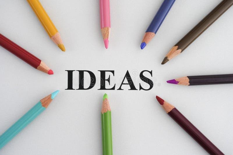 Idee di parola e matite variopinte fotografia stock libera da diritti
