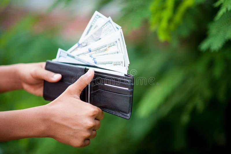 Idee di risparmio dei soldi fare affare e sviluppare le loro proprie case, il concetto di riusciti uomini d'affari fotografia stock