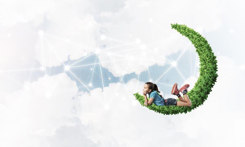 Idee van de mededeling van kindereninternet of online het spelen en pa royalty-vrije stock foto's