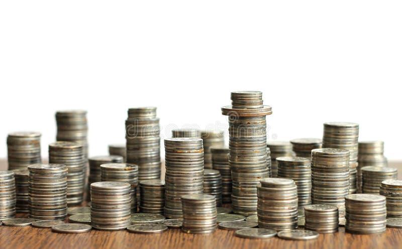 Idee van materialisme - stad gemaakt van muntstukken stock foto