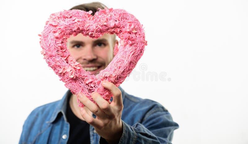 Ideen für romantischen Feiervalentinsgrußtag Romantischer Macho Weißer Hintergrund des Hippie-Griffherzens Mann mit Bart lizenzfreie stockbilder