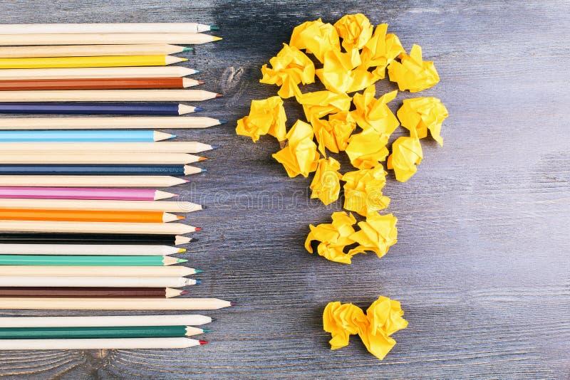 Ideenkonzeptglühlampe und -bleistifte lizenzfreies stockbild