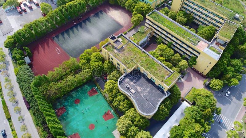 Ideia aérea da área chinesa moderna do subúrbio da escola de Shanghai, China imagem de stock royalty free