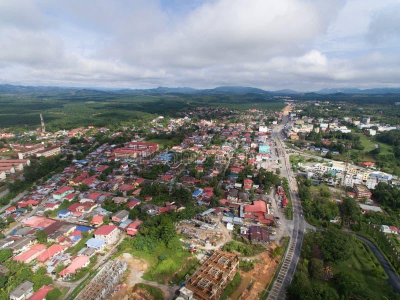 Ideia aérea da área residencial situada no guchil, krai de kuala, kelantan, malaysia fotos de stock royalty free
