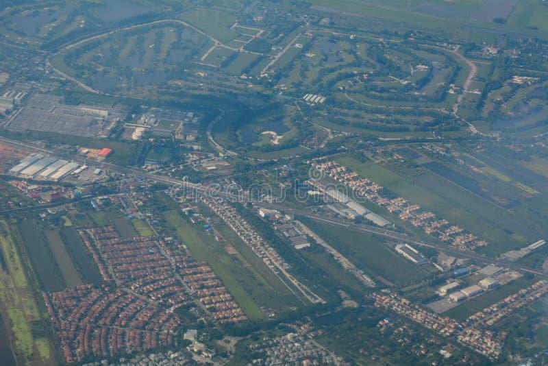 Ideia aérea da arquitetura da cidade no dia ensolarado imagens de stock