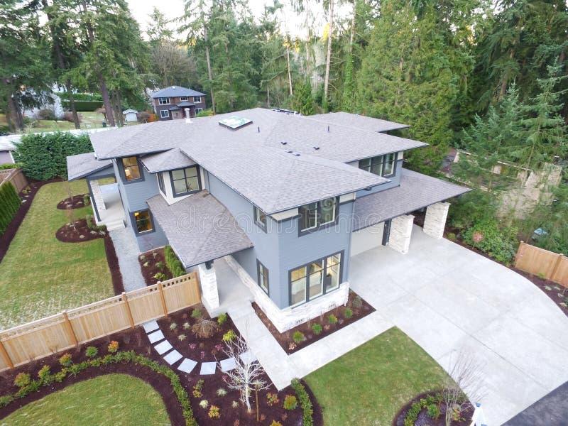 Ideia aérea da casa da construção nova foto de stock