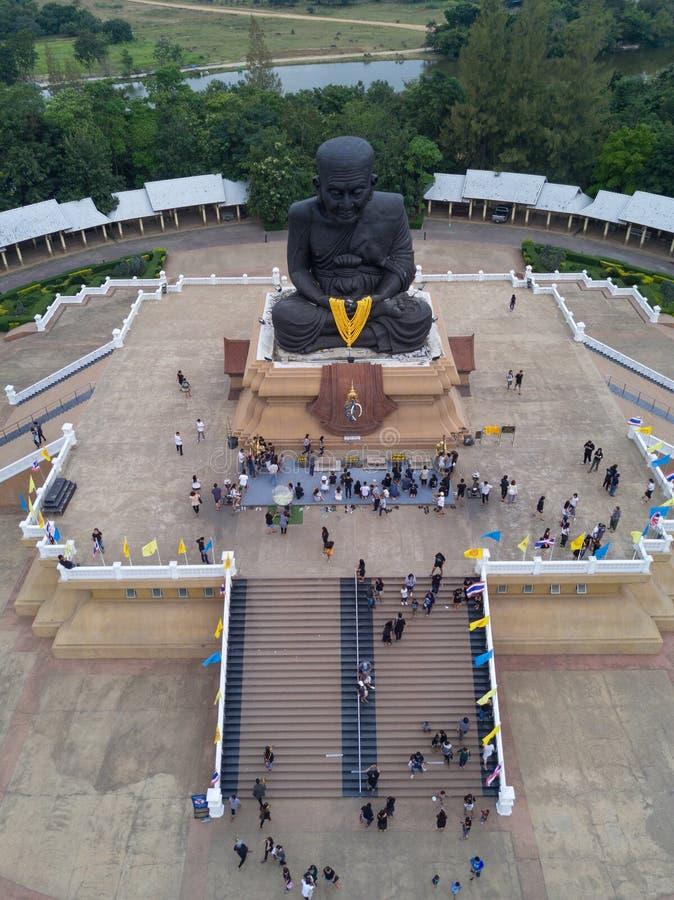 ideia aérea da escultura da monge budista honrada Luang Pu Thuat foto de stock