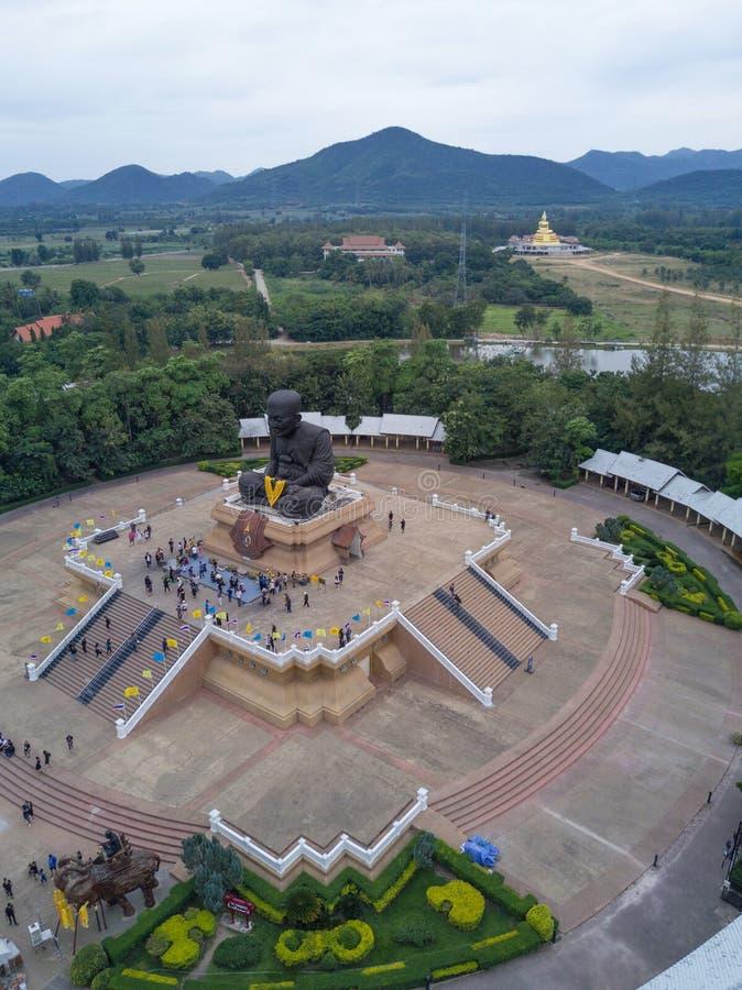 ideia aérea da escultura da monge budista honrada Luang Pu Thuat fotografia de stock royalty free