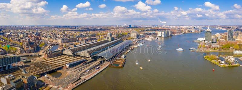 Ideia aérea da estação central de Amsterdão fotos de stock