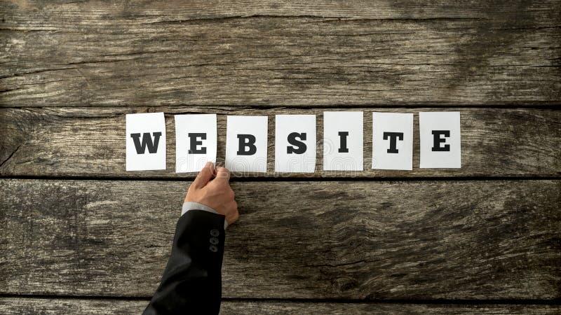 Ideia aérea da mão masculina que monta o Web site da palavra imagens de stock royalty free