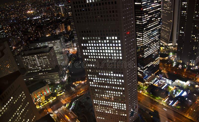 Ideia aérea da noite de uma área central moderna foto de stock