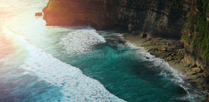 Ideia aérea da paisagem no templo de Uluwatu, Bali, Indonésia imagens de stock