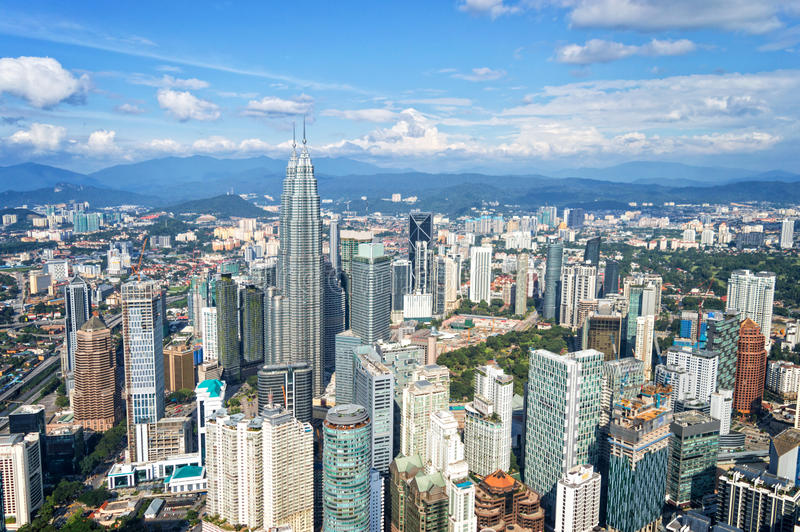 Ideia aérea da skyline de Kuala Lumpur, conceito da viagem de negócios de Malásia, Ásia fotografia de stock