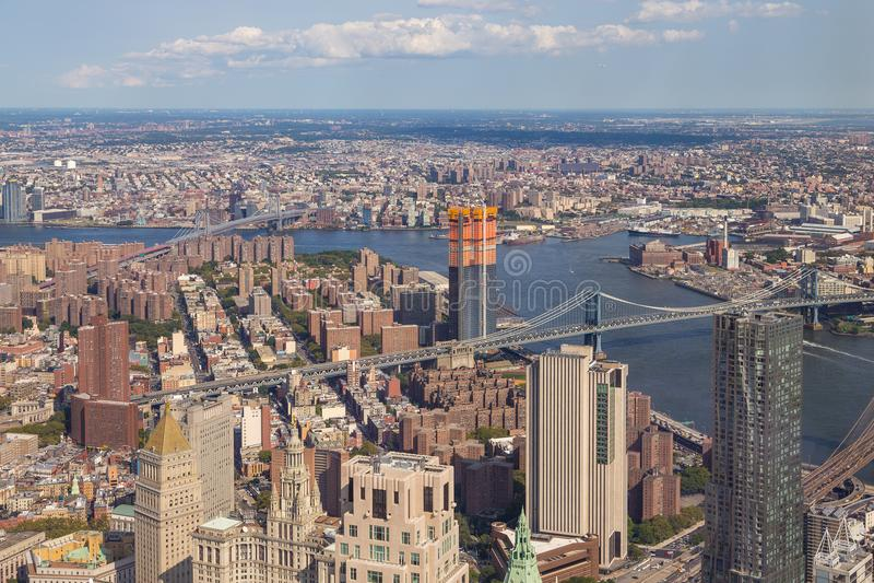 Ideia aérea da skyline de Manhattan em um dia de verão ensolarado fotos de stock royalty free