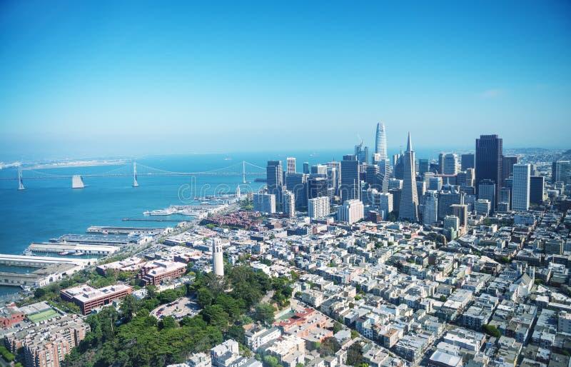 Ideia aérea da skyline do centro de San Francisco do helicóptero, C imagem de stock