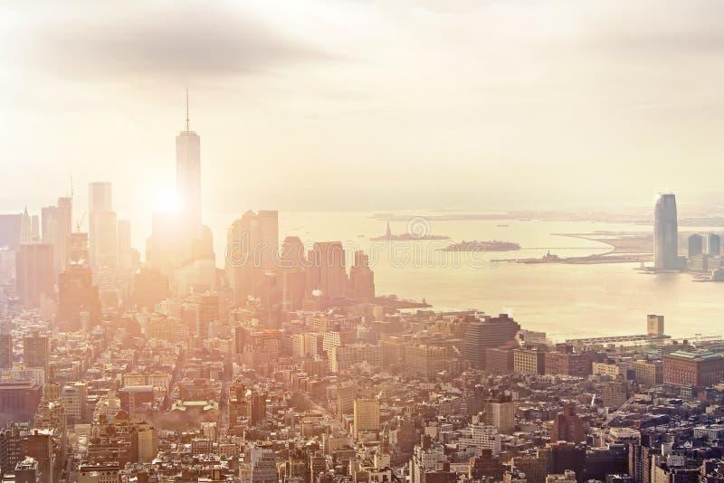 Ideia aérea da skyline no por do sol, New York City de Manhattan fotografia de stock