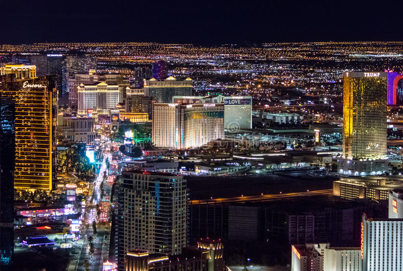 Ideia aérea da tira de Las Vegas na noite - Las Vegas, Nevada, EUA foto de stock royalty free
