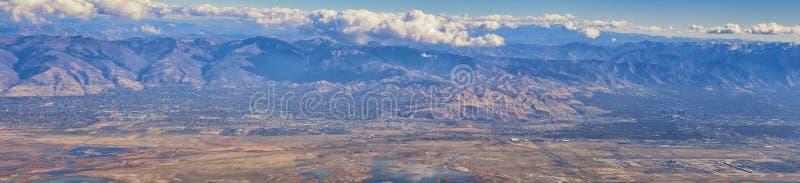 Ideia aérea de paisagens de Wasatch Front Rocky Mountain no voo sobre Colorado e Utá durante o inverno Vistas arrebatadoras grand imagem de stock