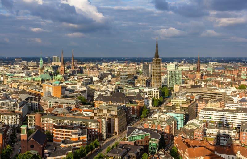 Ideia aérea do centro da cidade de Hamburgo, Alemanha fotos de stock royalty free