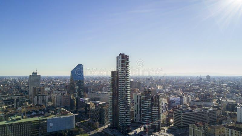 Ideia aérea do centro de Milão, solários de Torre, Diamond Tower, domo Itália imagem de stock