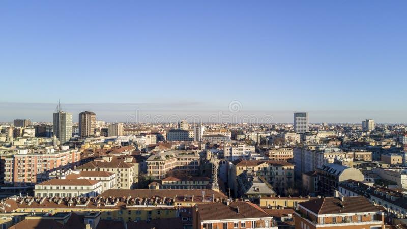 Ideia aérea do centro de Milão, vista panorâmica de Milão, zona leste imagem de stock