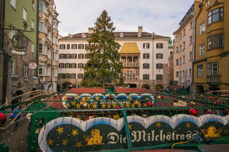 Ideia aérea do christkindlmarkt do mercado do Natal de Innsbruck em Áustria fotos de stock royalty free