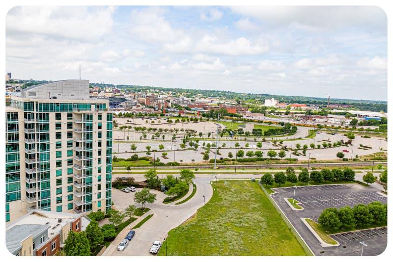 Ideia aérea do condomínio do lugar do beira-rio e do centro de convenções de Omaha e do centro de Ameritrade imagem de stock