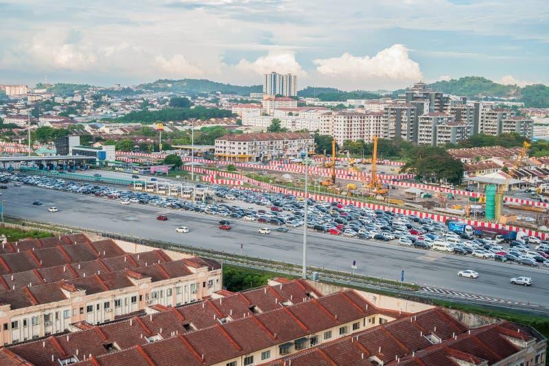Ideia aérea do engarrafamento dos veículos que passam através da estação do pedágio de estrada em Kuala Lumpur, Malásia fotos de stock royalty free