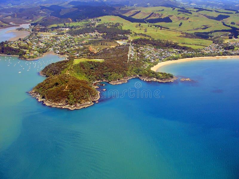 Ideia aérea do litoral do Northland, Nova Zelândia fotos de stock royalty free