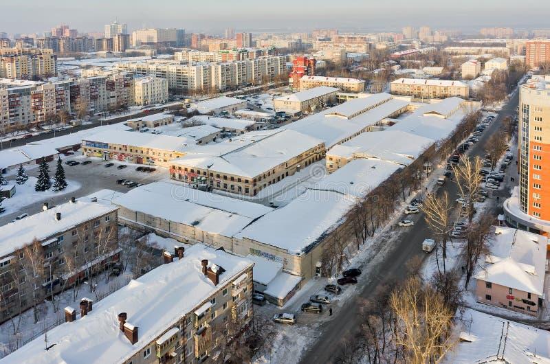 Ideia aérea do pássaro do shopping Tyumen Rússia fotos de stock royalty free