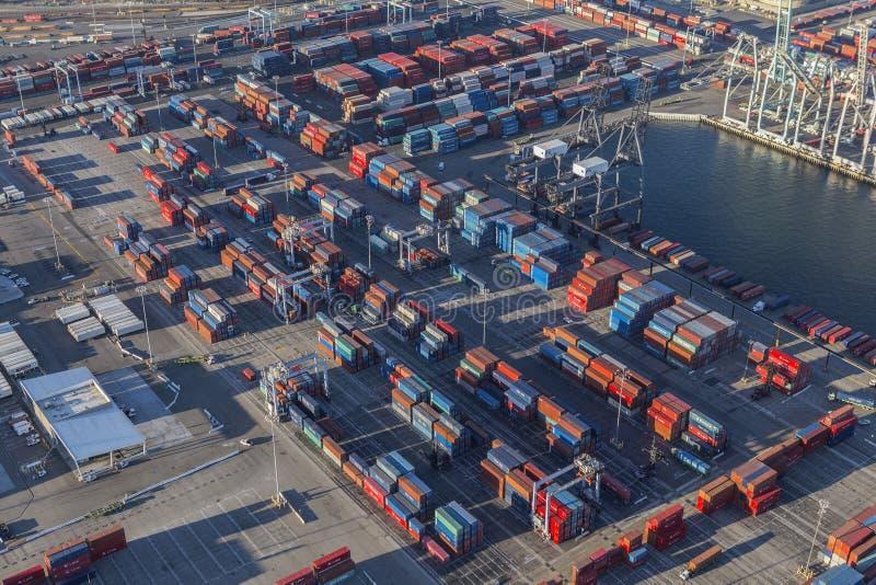Ideia aérea do terminal da carga de transporte em Long Beach Califórnia imagem de stock