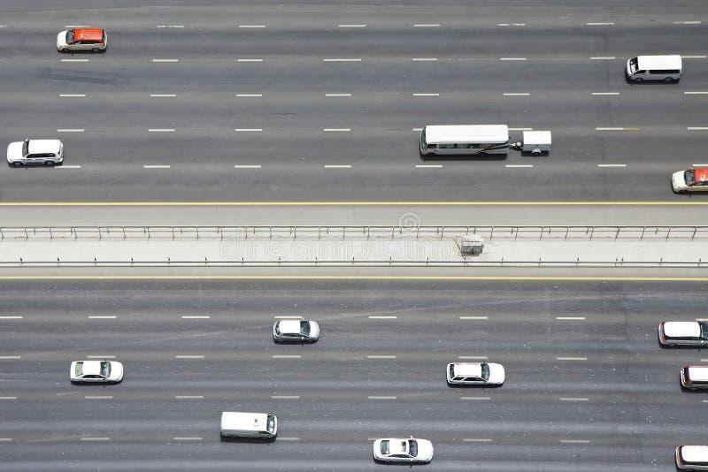 Ideia aérea do transporte em Sheikh Zayed Road, Dubai, Emiratos Árabes Unidos fotografia de stock royalty free