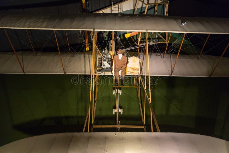 Ideia alta da réplica dos primeiros aviões a voar fotos de stock