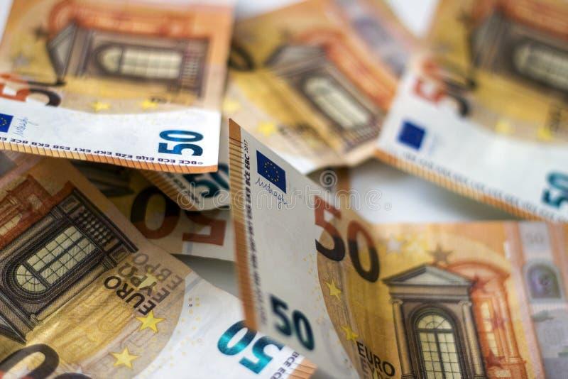 Ideia ascendente próxima contas do dinheiro do dinheiro de euro- em uma quantidade fotografia de stock royalty free