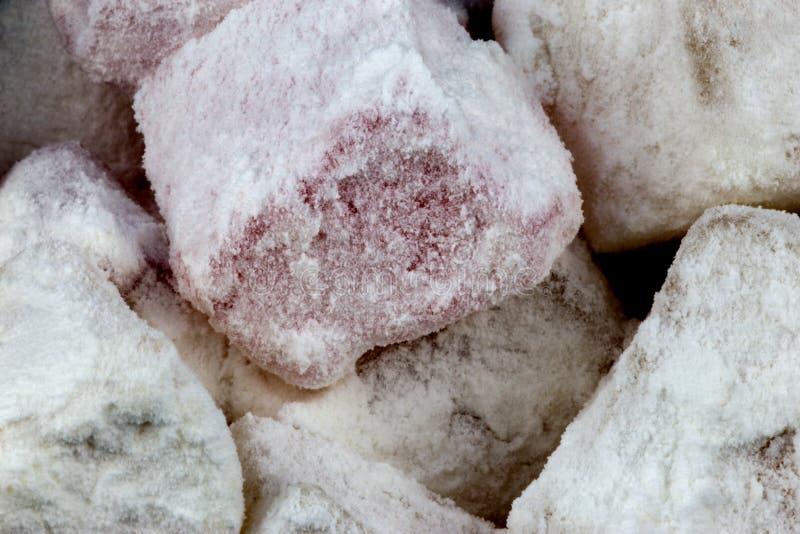 Ideia ascendente próxima de partes cobertas açúcar do loukoum imagens de stock