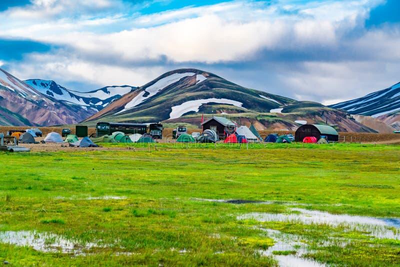 Ideia bonita das barracas e do acampamento imagens de stock