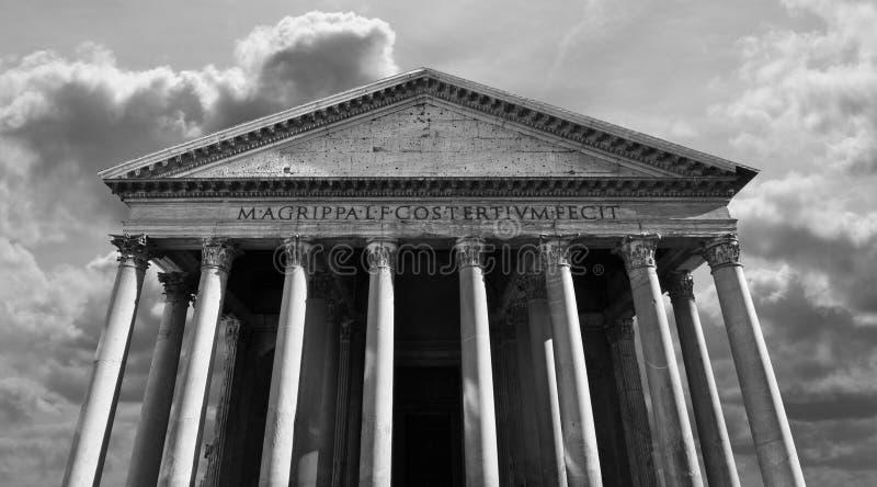 Ideia clássica do panteão romano em Roma foto de stock