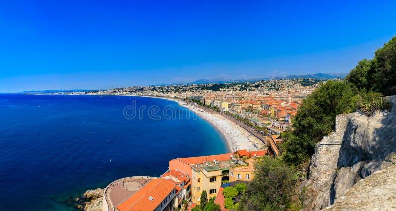 Ideia da arquitetura da cidade agradável na cidade velha Vieille Ville em Riviera francês agradável no mar Mediterrâneo, Cote d'A imagens de stock royalty free