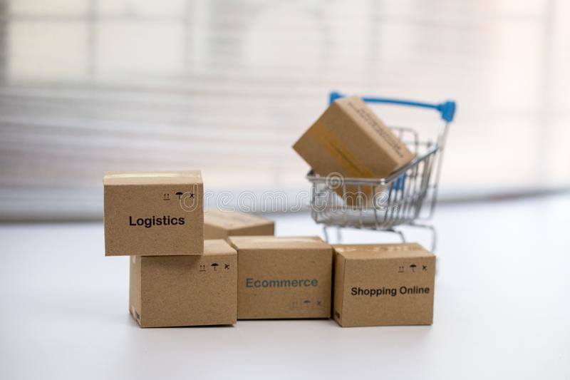 Ideia da compra em linha e do serviço/conceito do comércio eletrônico fotos de stock royalty free
