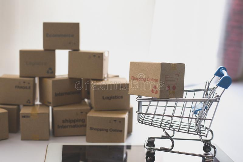 Ideia da compra em linha e do servi?o/conceito do com?rcio eletr?nico fotos de stock royalty free