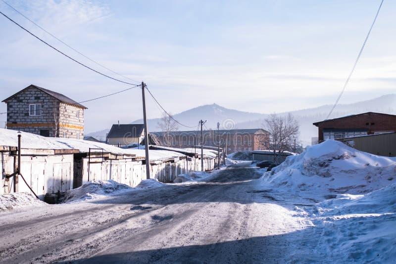 Ideia da localidade urbana de Sheregesh na montanha Shoria, Sibéria - Rússia Curso imagens de stock
