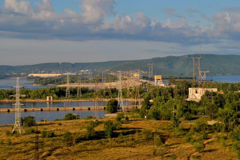 Ideia da manhã da central elétrica hidroelétrico de Zhiguli no Rio Volga fotos de stock