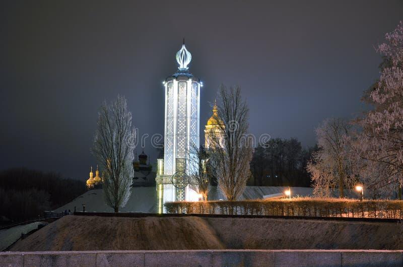 Ideia da noite do inverno Kiev fotografia de stock