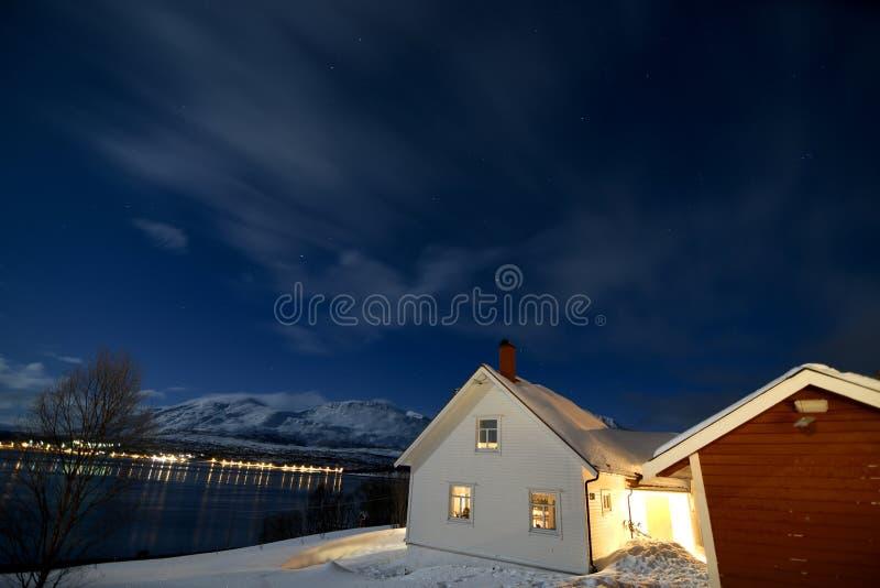 Ideia da noite do lado do lago de fotos de stock royalty free